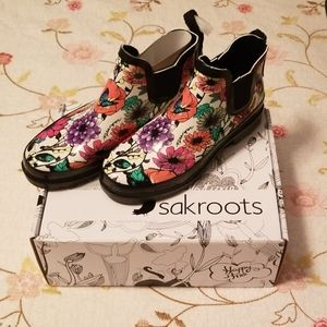 Sakroots size 8 ankle rubber boots nwt